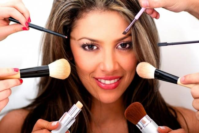 Trendy Makeup Tricks That Every Girl Should Know