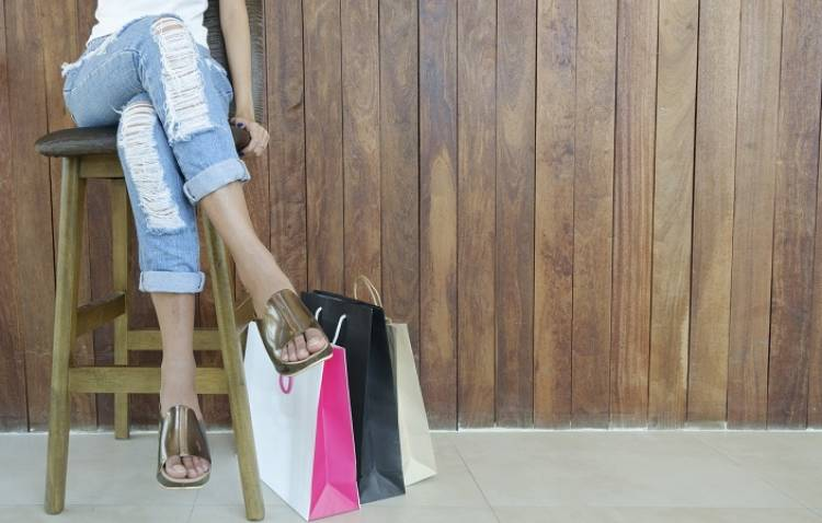 Women's Style on a Budget: 5 Tips to Look Fashionable